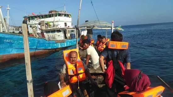Penumpang KMP. Sangke Pallangga Dievakuasi, Kapal Ini Kandas, Di Pulau Karang Marpokot NTT