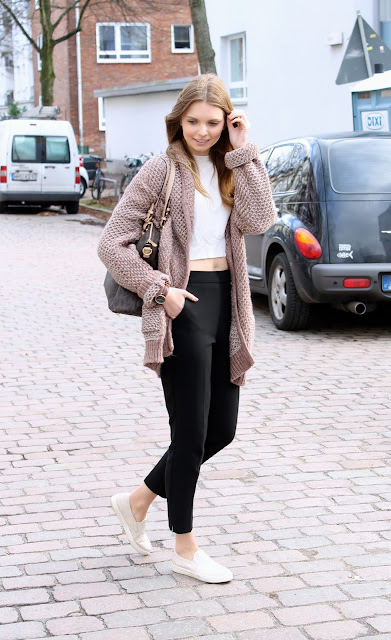 IMG 8627 - SPORT CHIC - OVERSIZE CARDIGAN MIT SLIP - ON SNEAKERS