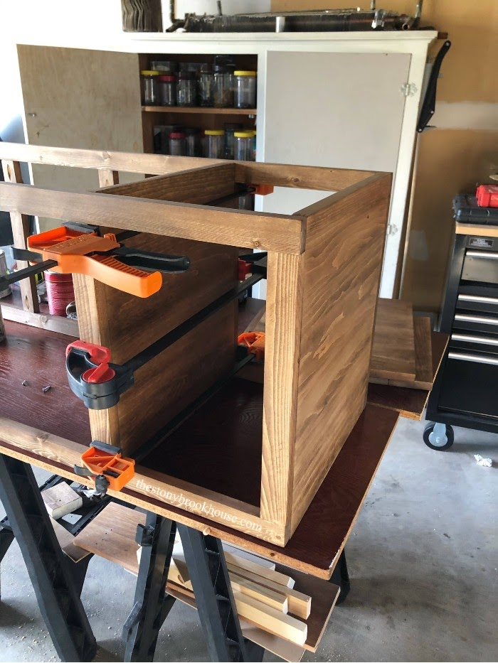 Clamping and putting together shelf unit