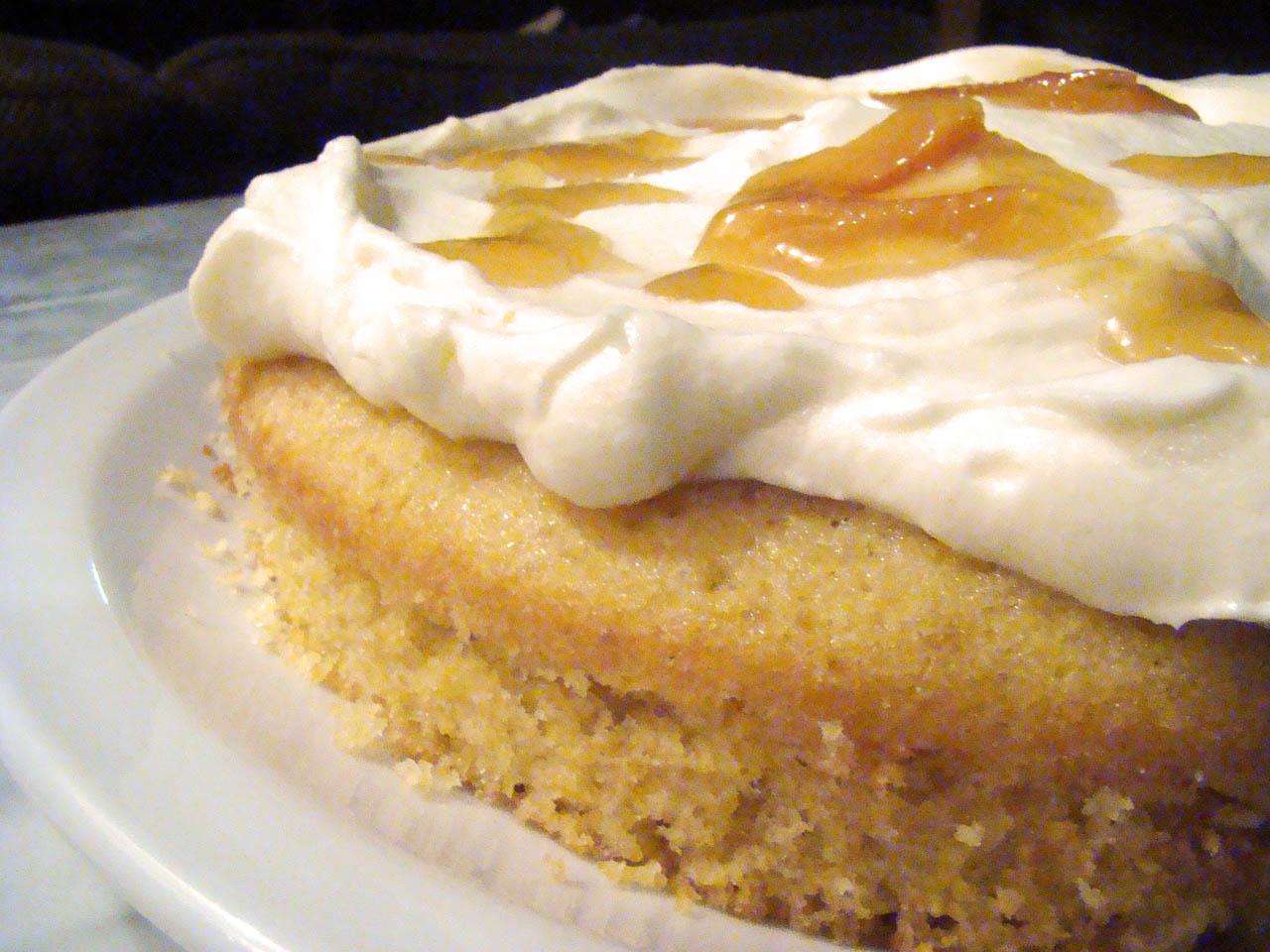 Torta Polenta, Cítricos y Crema Agria