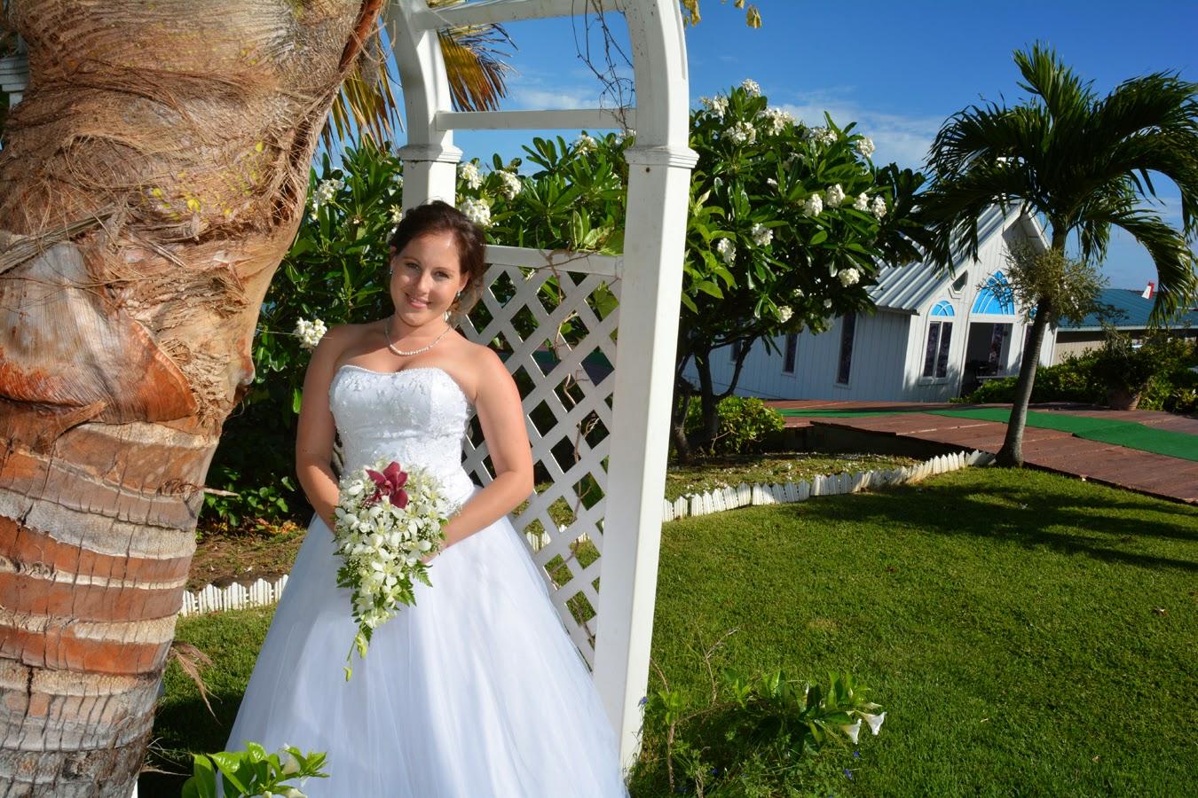 Hawaii Wedding Chapel: Bride Photos