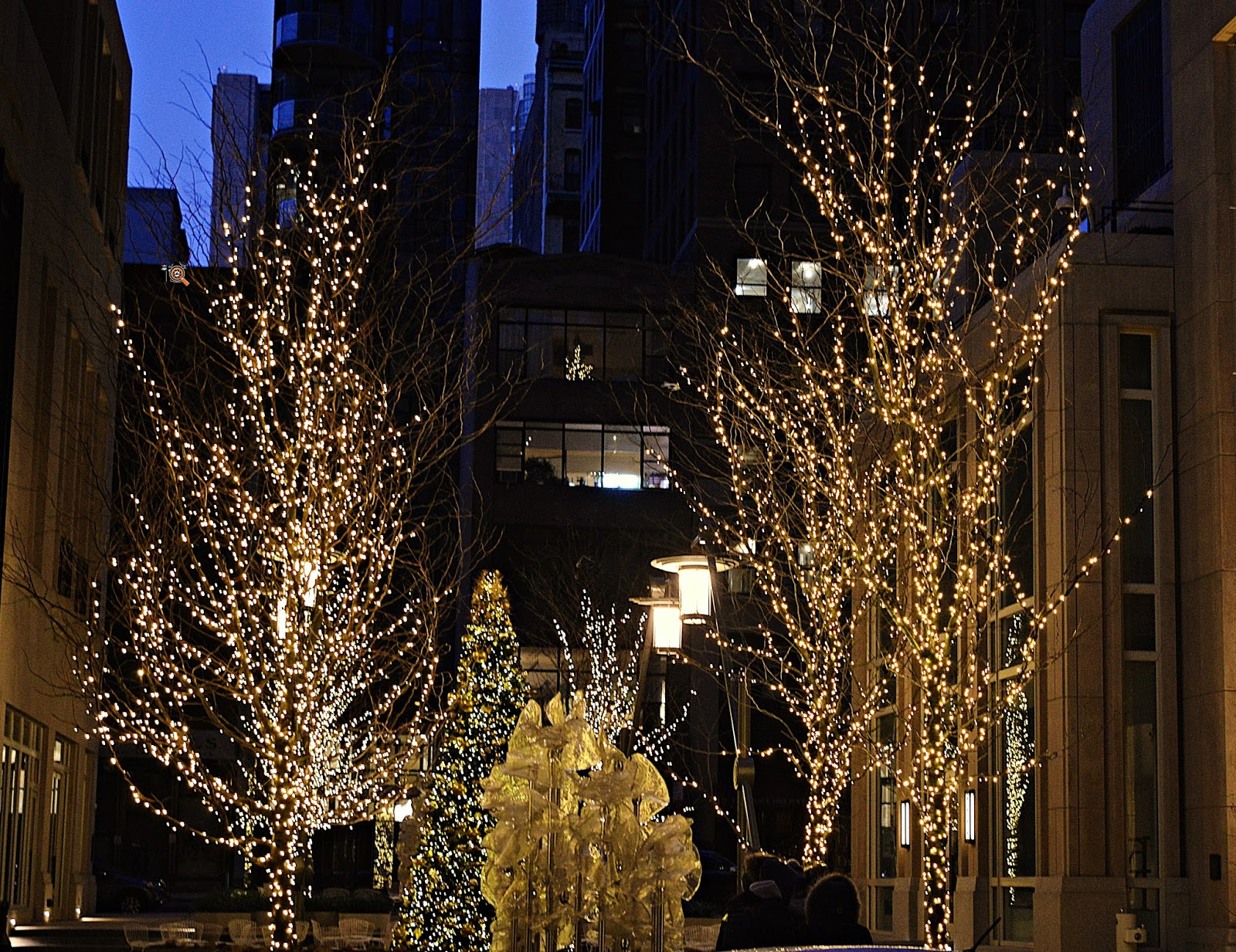 new york is one of the best destinations in the usa to witness the beauty of christmas holiday windows glittering lights and christmas trees at every - Big Christmas Tree In New York