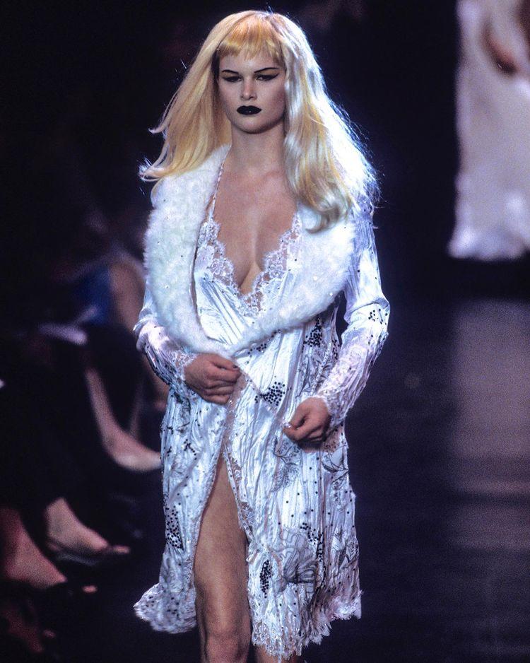 Betsey Johnson Fall-Winter 1998.