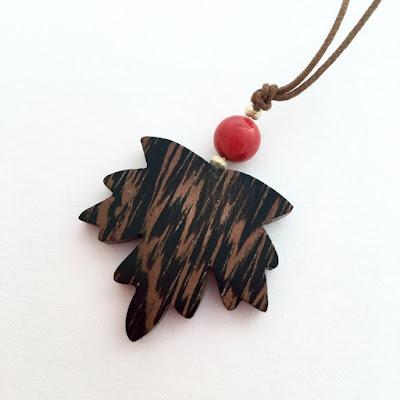 colgante de madera de wengue artesanal