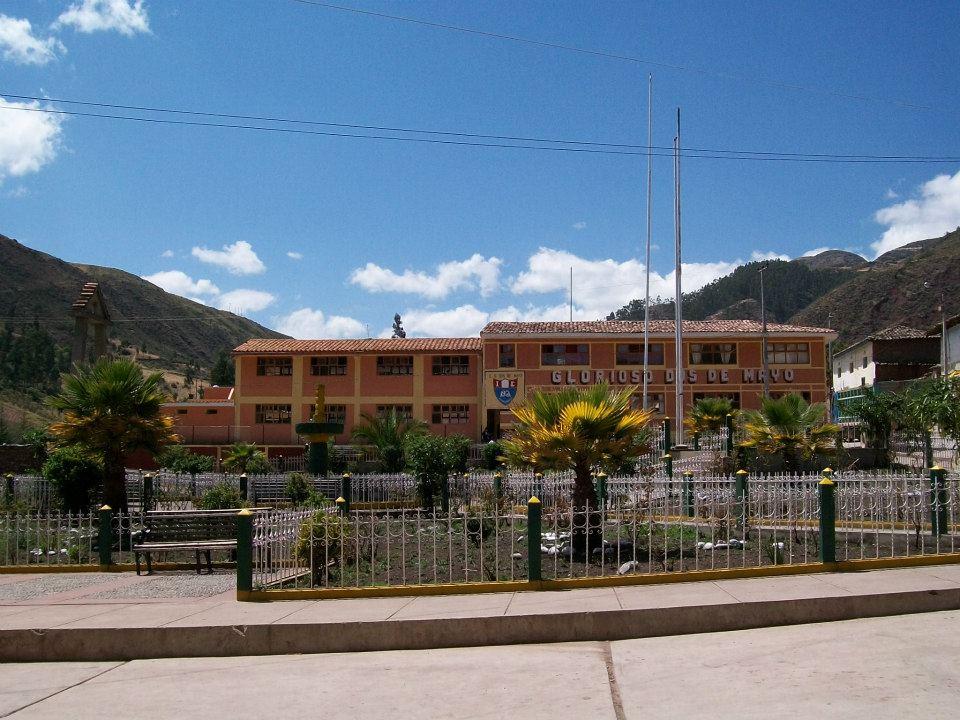 Colegio DOS DE MAYO - Huancaray