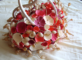 Bag bouquet con fiori di carta per matrimonio ecologico. Eco wedding bag bouquet