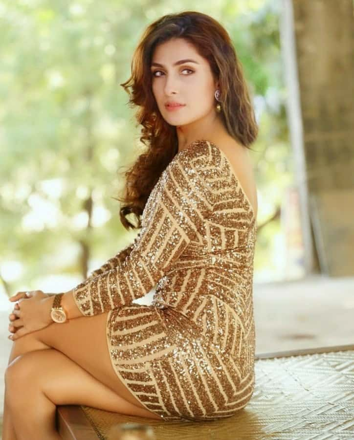 Hot, Sexy Photos of Ayeza Khan