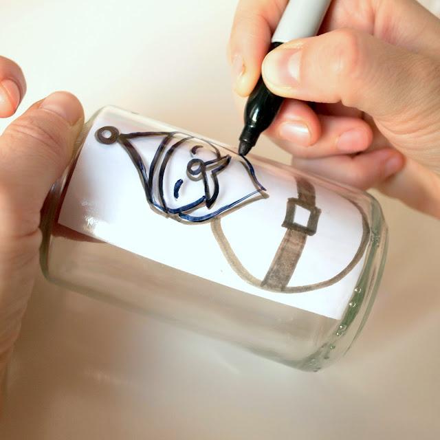 Dibujando un papá noel en bote de cristal