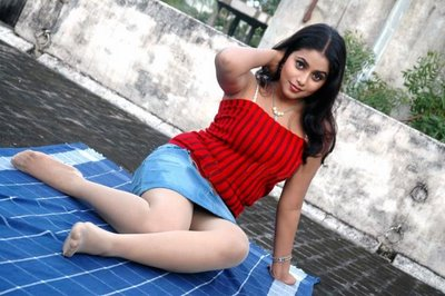 Shamna Kasim Poorna hot sexy bra tight jeans saree navel show wet bath - Bikini Bra Hot Sexy Actress Model Images Pics HD Wallpaper sms message whatsapp status
