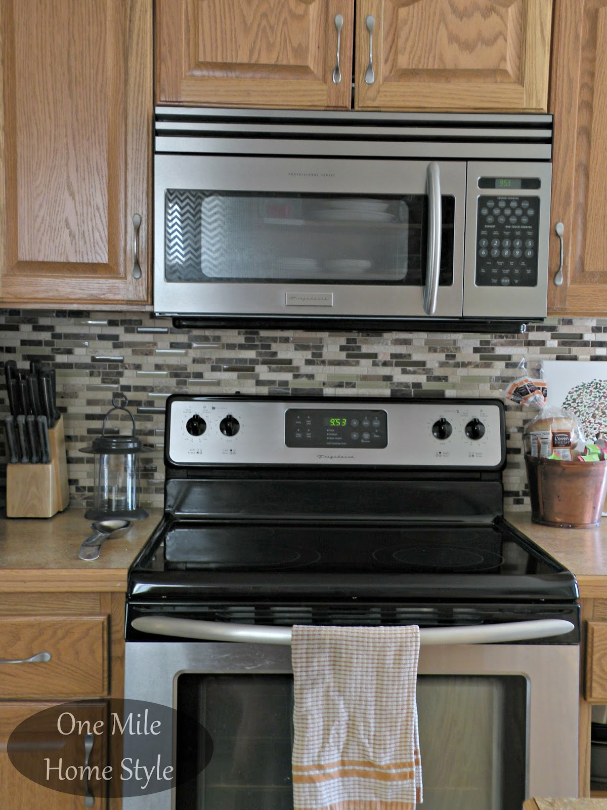 Kitchen Mini-Makeover - Daltile stone and glass backsplash