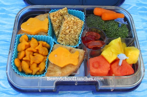 Fish on pita bento school lunch, Yumbox Panino