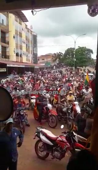 Bolivianos fecham fronteira com Brasil em protesto contra eleições - Vídeo