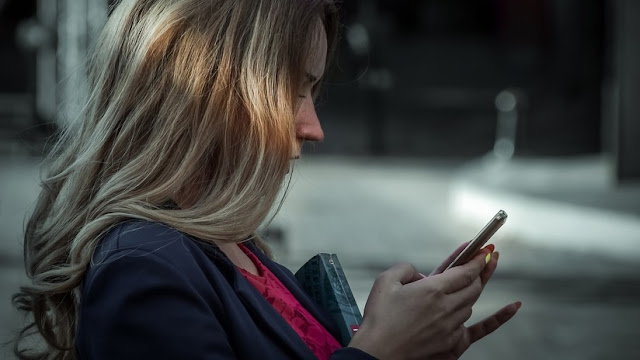 EE.UU. Una mujer encarcelada por enviar 159.000 mensajes a un hombre quiere que se reabra el caso