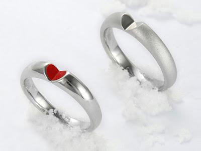 Diseño de anillo con forma de corazón.