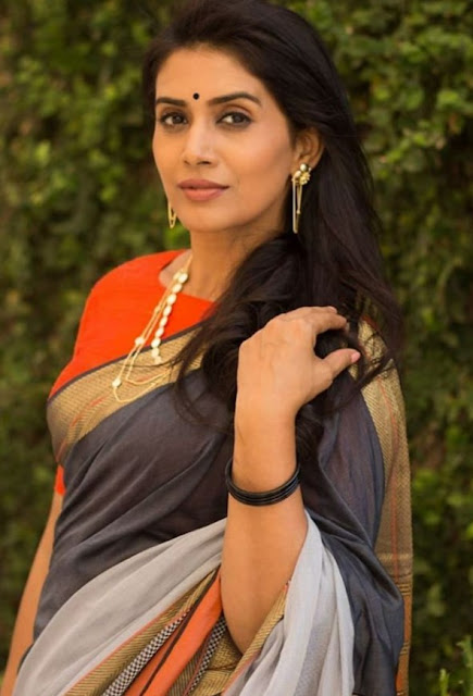 Sonali Kulkarni (Actress) Wiki,Bio,Age,Education,Husband,Career and Many More