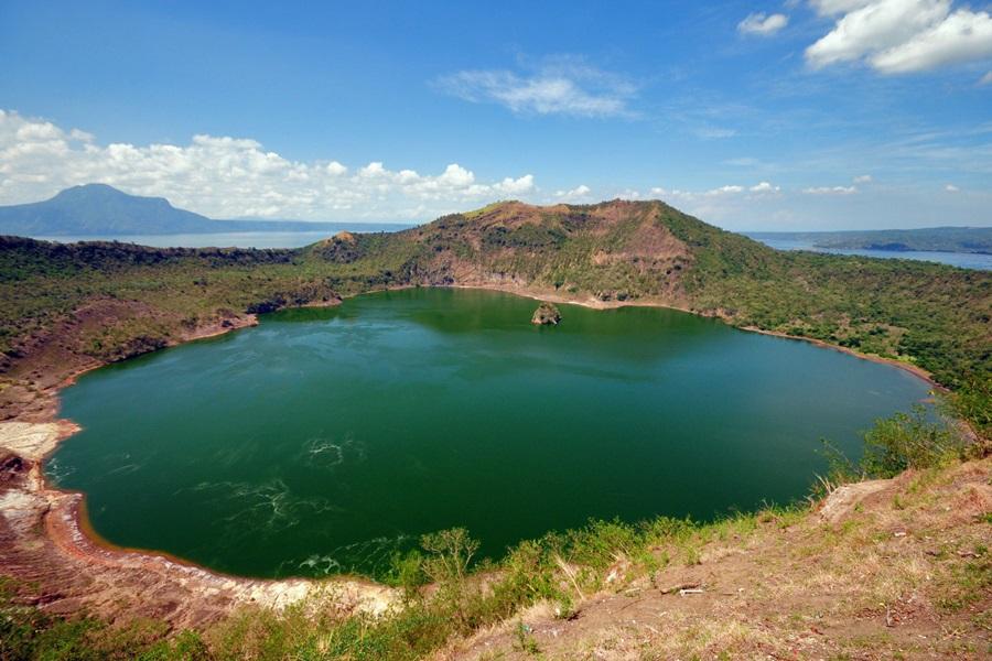 ทะเลสาบตาอัล (Taal Lake: Lawa ng Taal)