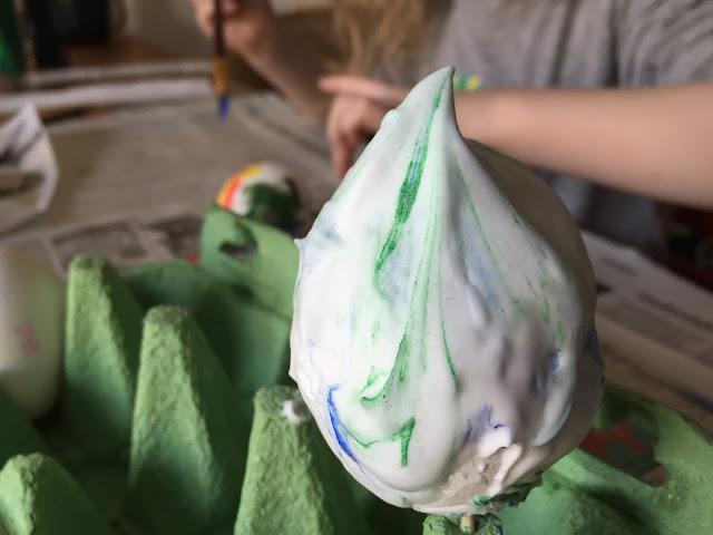 Ostereier marmorieren mit Rasierschaum