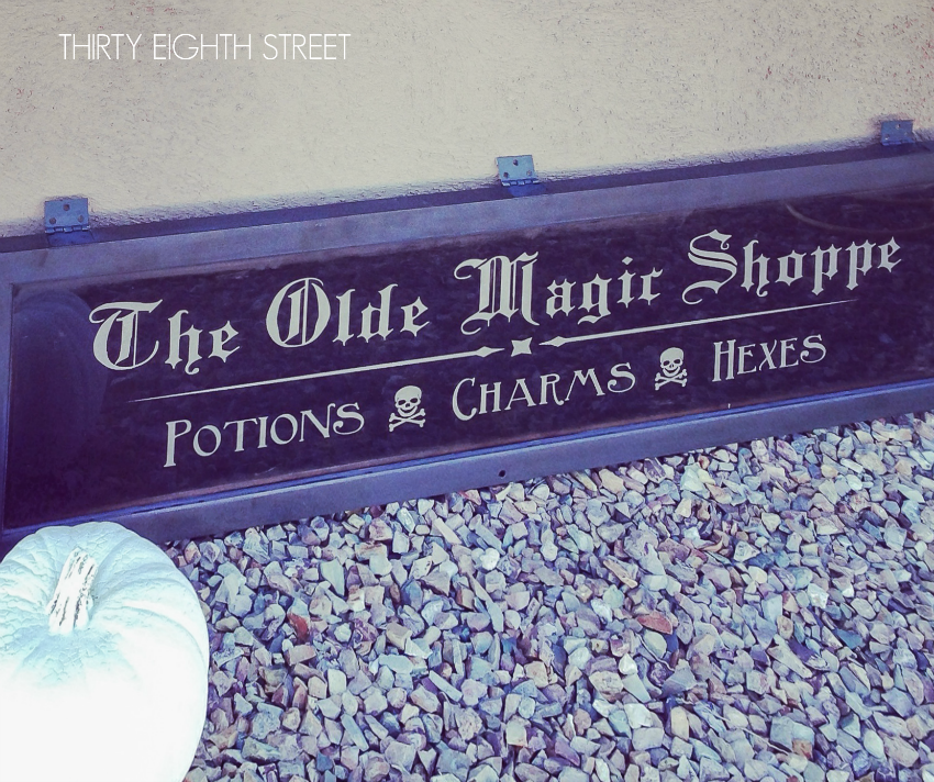 unique and fun halloween decor, how to make a halloween sign, halloween decor, diy sign tutorial, repurposed hutch, repurposed door, chalk paint, ascp, graphite, halloween decorations, halloween decor, halloween sign, sign, holiday, diy, chalk paint, vinyl lettering, halloween typography
