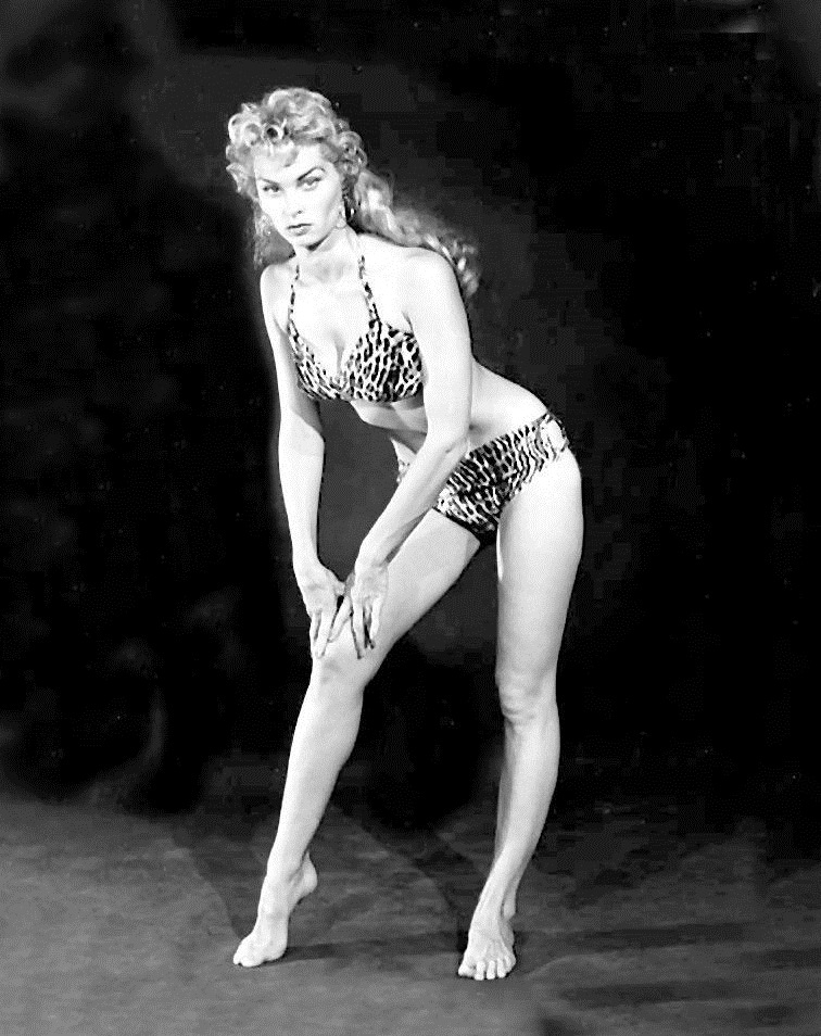 Model Irish McCalla portrayed Sheena in a 26-episode TV series aired in first-run syndication from 1955 to 1956.