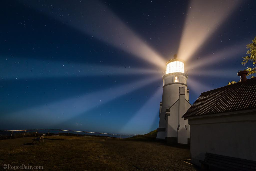 lighthouse at night - 1024×683