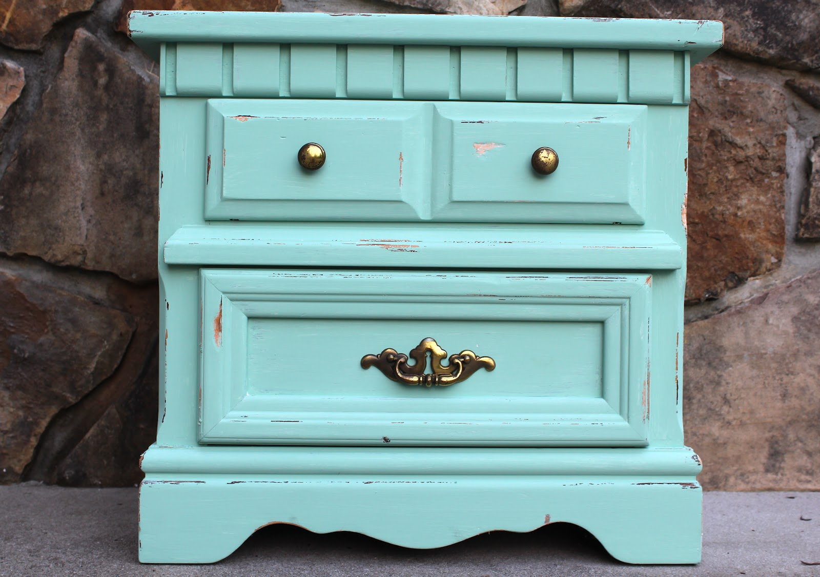 Adventures of a Middle Sister: DIY Vintage Nightstand