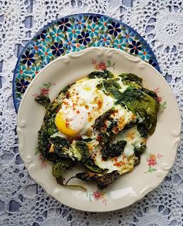 Jajka sadzone… na szpinaku