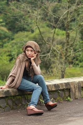 Foto Cewek Model  hijab wajah bulat Foto Cewek Model  hijab wisuda untuk wajah bulat