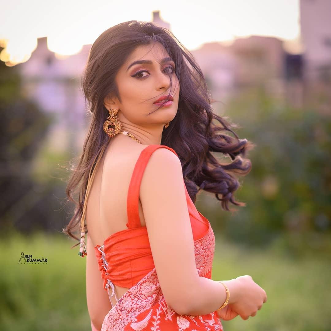 Sandalwood beauty Aditi Prabhudeva' stunning Photo Gallery! 7