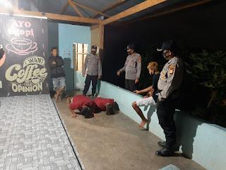 Patroli Rutin Malam Hari, Jajaran Polsek Curio Tindaki Warga Yang Tidak Memakai Masker