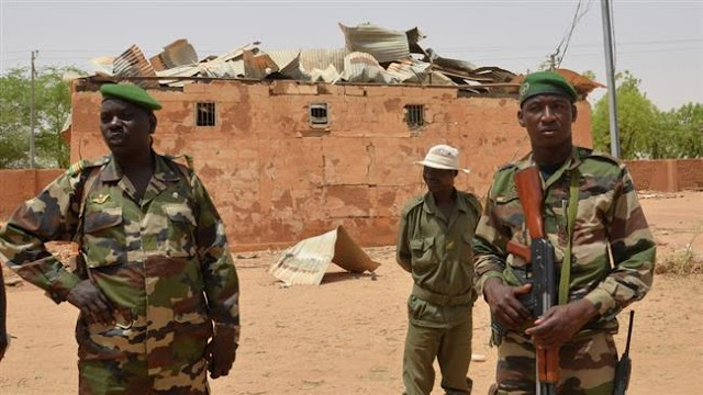 Gunmen kill 12 Niger gendarmes near Mali border