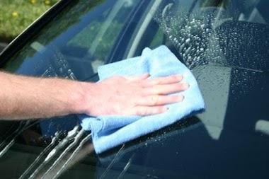 Cách làm sạch kính ô tô chỉ trong 10 phút