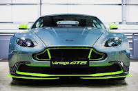 Aston Martin Vantage GT8 (2016) Front