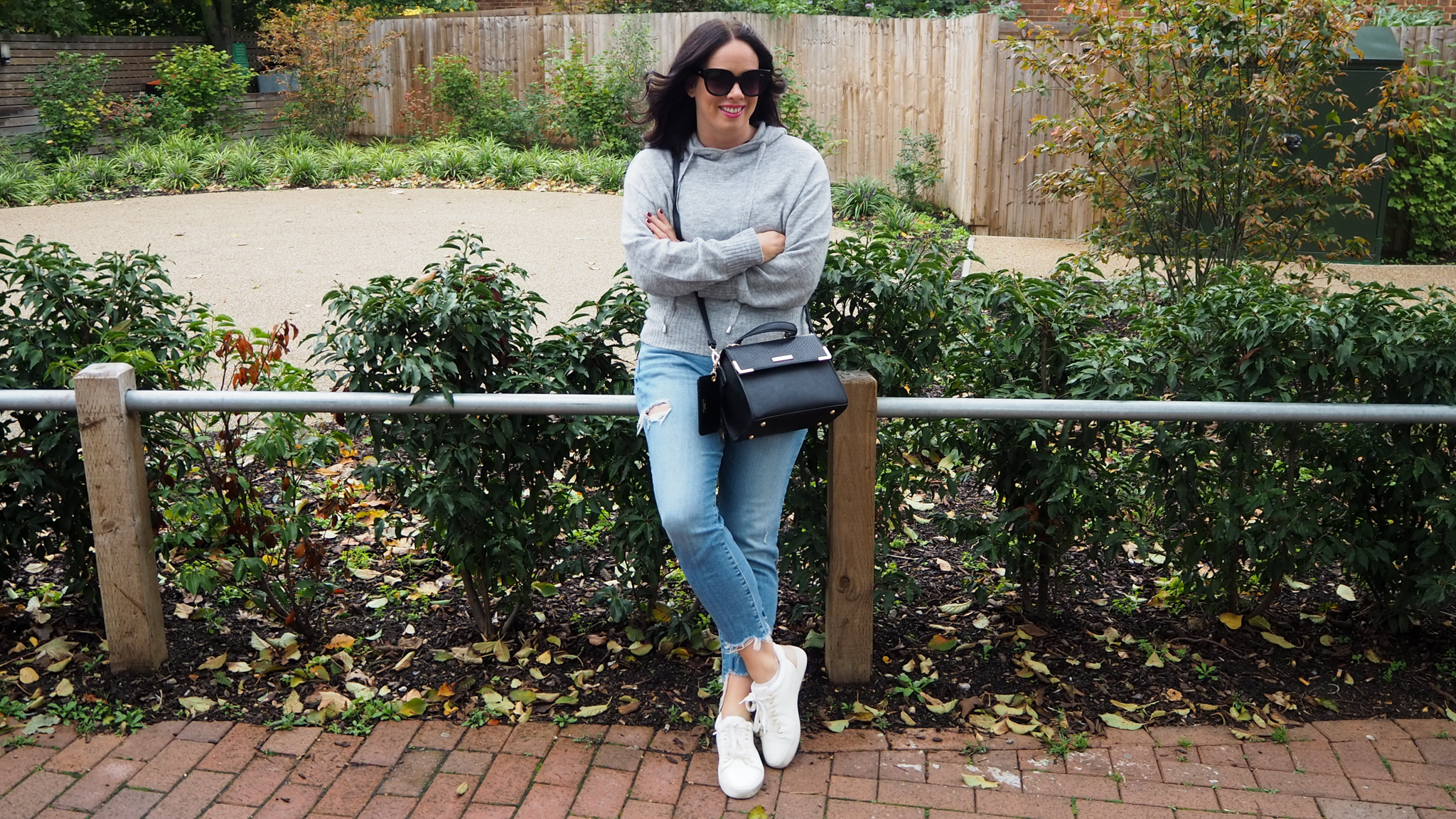 Transitional Jeans & Sneakers Looks