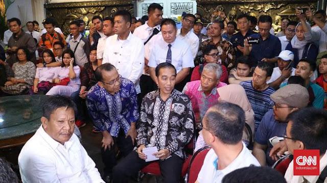 Isak Tangis Pecah saat Keluarga Korban JT610 Curhat ke Jokowi