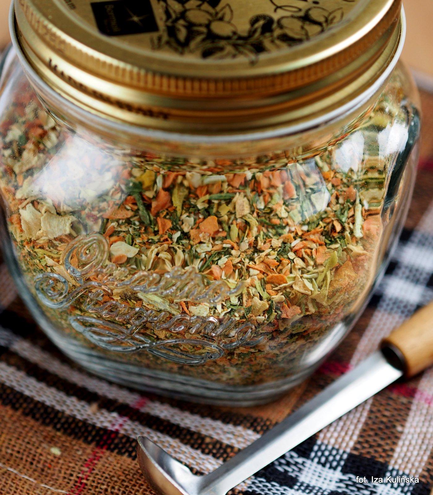 domowa vegeta, przyprawa z suszonych warzyw, przyprawa do zup i sosow, domowe przetwory, jak zrobić domowa wegeta, smaczna pyza