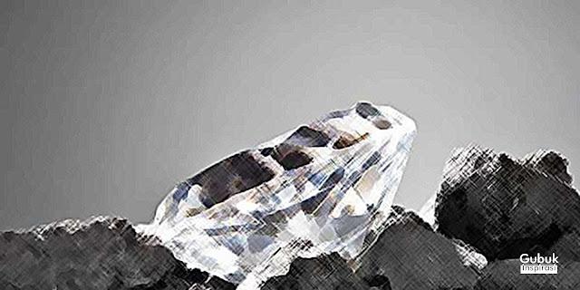 Berlian di atas Karang