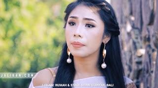 Lirik Lagu Pada Pada Ngajiang - Arumi Bali