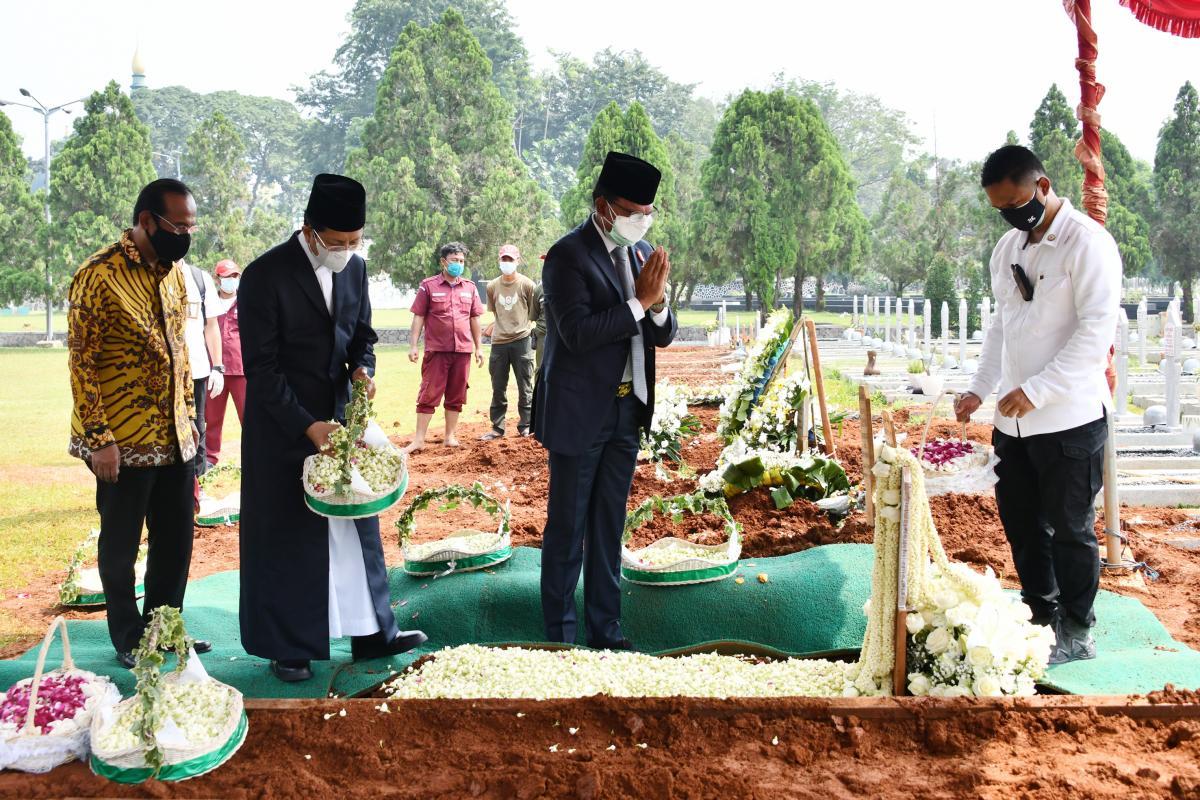 Wakili Pemerintah, Menkominfo Pimpin Upacara Apel Persada Pertiwi Pemakaman Menteri Penerangan Harmoko