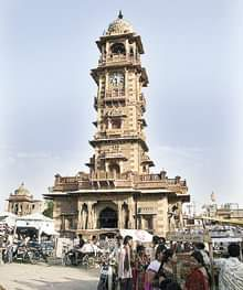 Ghanta Ghar, also known as the clock tower of Rajasthan, is in the Indian city of Jodhpur.    It was built by Maharaja Sardar Singh (1880-1911) from whom the market takes it name. In fact, the tower dominates the entire scenario.