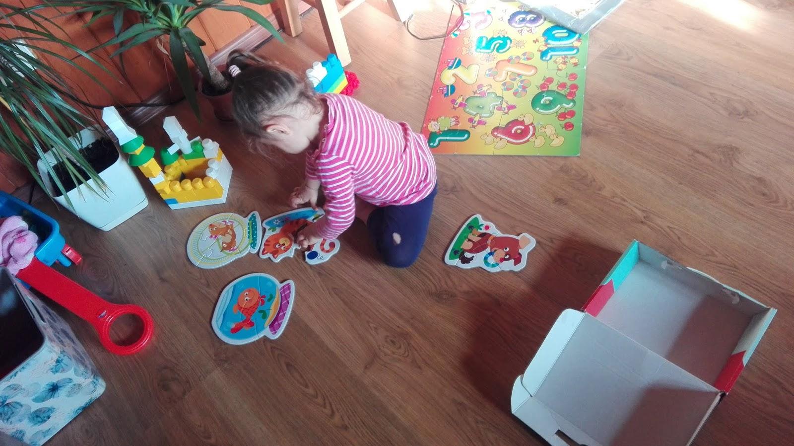 Jak układanie puzzli wpływa na rozwój dziecka?