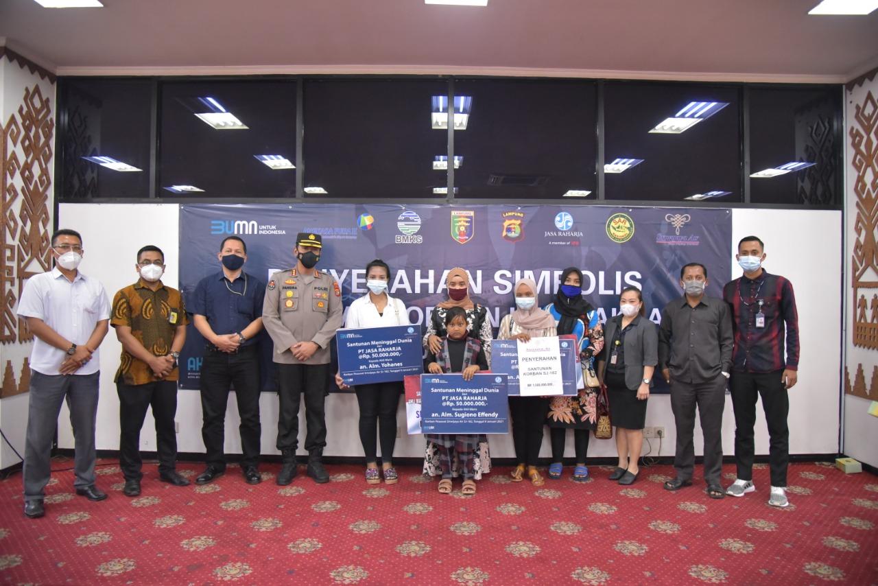 Kabid Humas Polda Lampung Kombes Pol Zahwani Pandra Arsyad S.H M.Si menghadiri acara penyerahan santunan secara simbolis kepada keluarga/ahli waris korban kecelakaan pesawat Sriwijaya Air SJ-182