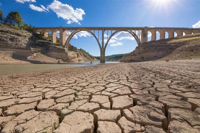 Các nhà khoa học Tây Ban Nha phát minh ra công nghệ chiết xuất nước từ không khí