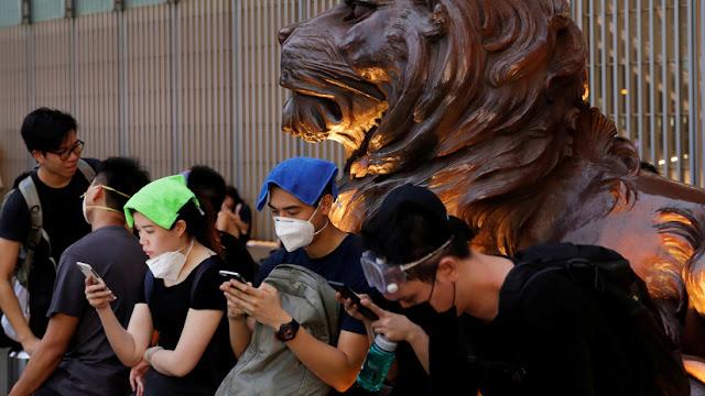 """China acusa a Apple de ser """"complice"""" de los manifestanes hongkoneses"""