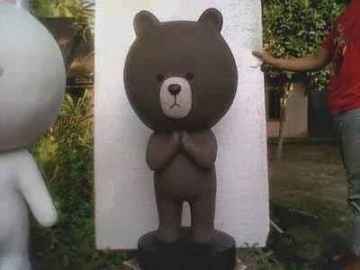 patung maskot beruang