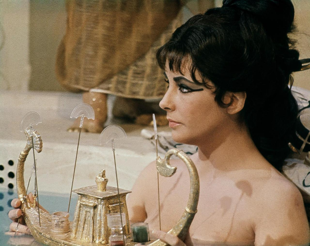 Rare And Beautiful Color Photos Of Elizabeth Taylor