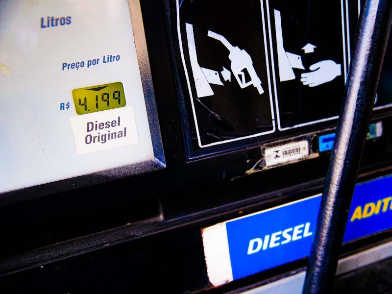 Preço do diesel avança em todas as regiões do Brasil; valor médio é de R$ 4,012