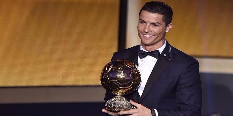 فوز كريستيانو رونالدو بجائزة الكرة الذهبية للمرة الخامسة