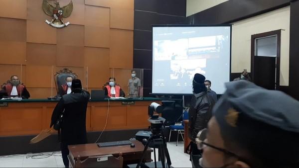 Pengacara Habib Rizieq Tunjuk-tunjuk Hakim, KY Diminta Turun Tangan