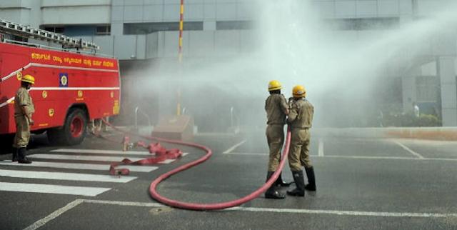 JABALPUR NEWS : घर में लगी आग बुझाने गये दमकल कर्मियों आंखों और गले में जलन