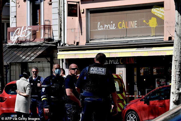 Two People Killed In A Knife Attack In Southeastern France Under Lockdown